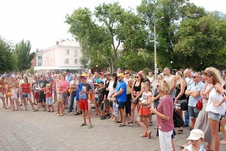 Викторина и фотовыстовка «Узнай мгновения твоей Европы» прошла в Бердянске (ФОТОРЕПОРТАЖ), фото-3