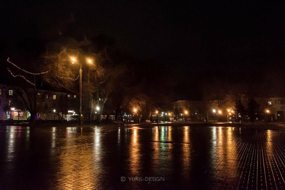 Ночью Бердянск преображается (ФОТОРЕПОРТАЖ), фото-1