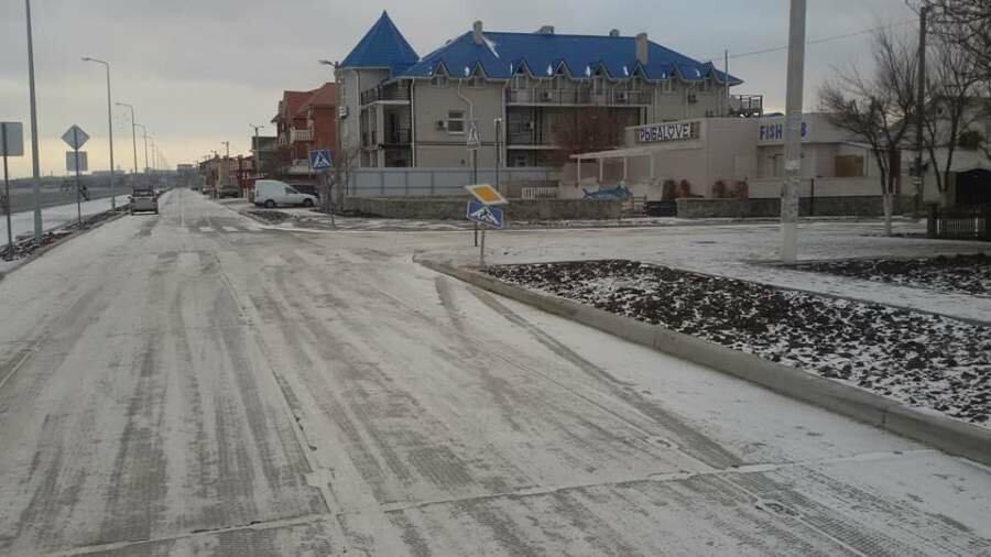 На реконструированной Набережной в Бердянске появилось первое повреждение, фото-1