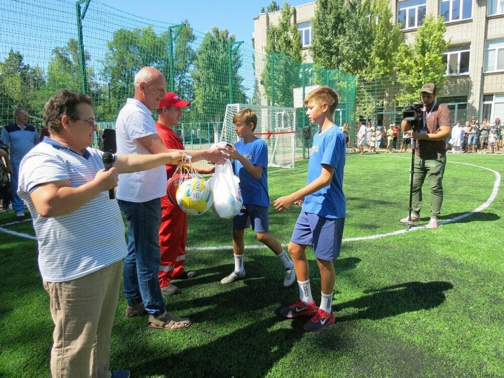 В Бердянске еще в двух школах появились новые мини-футбольные поля (ФОТО), фото-5