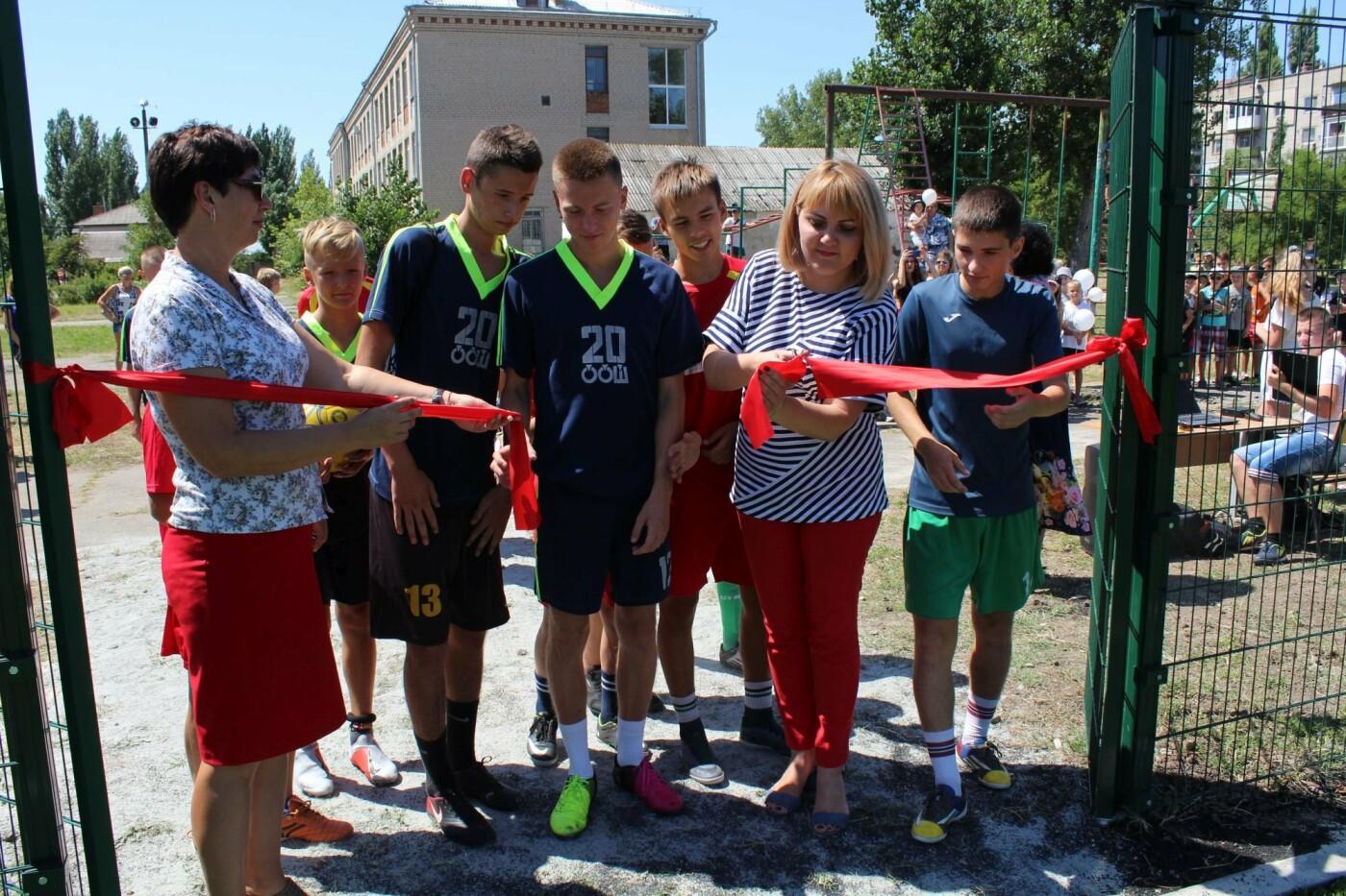 В Бердянске еще в двух школах появились новые мини-футбольные поля (ФОТО), фото-7