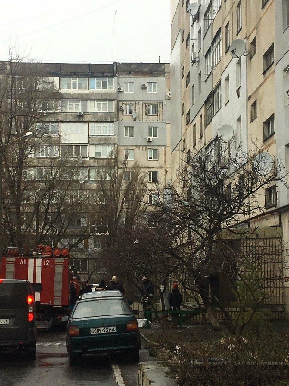 В одному з будинків Бердянська палає щитова , фото-1