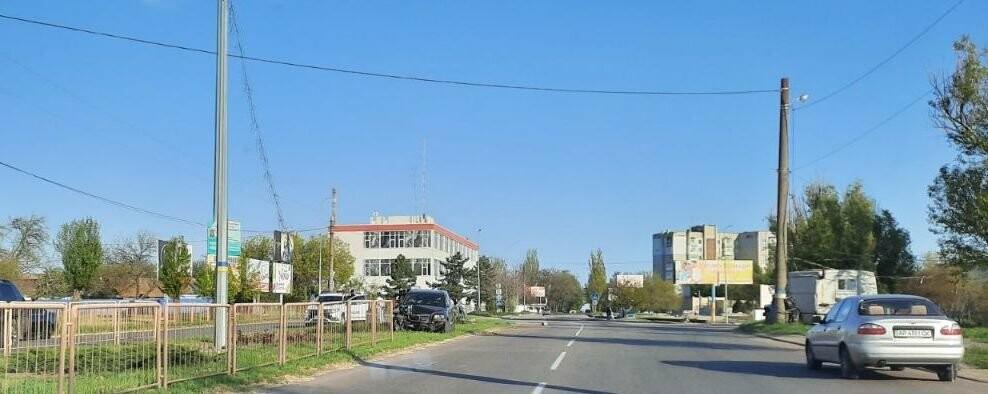 У Бердянську водій збив опору освітлення, фото-1