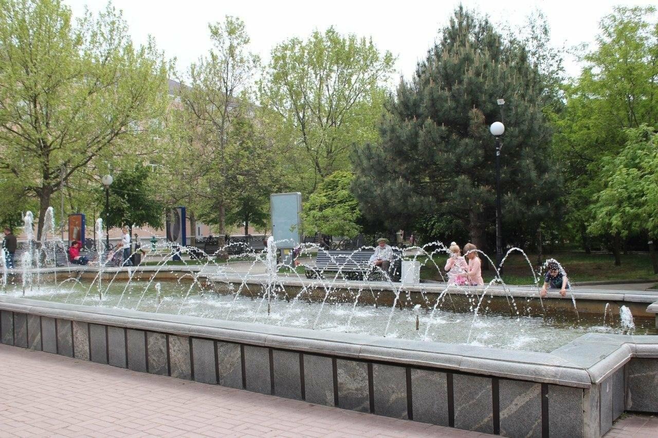 В Бердянске провели реставрацию скамей, фото-1