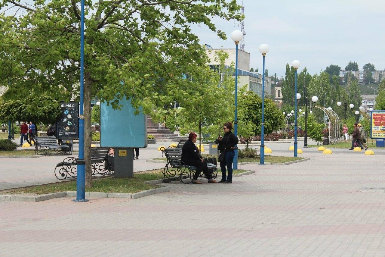 В Бердянске провели реставрацию скамей, фото-2