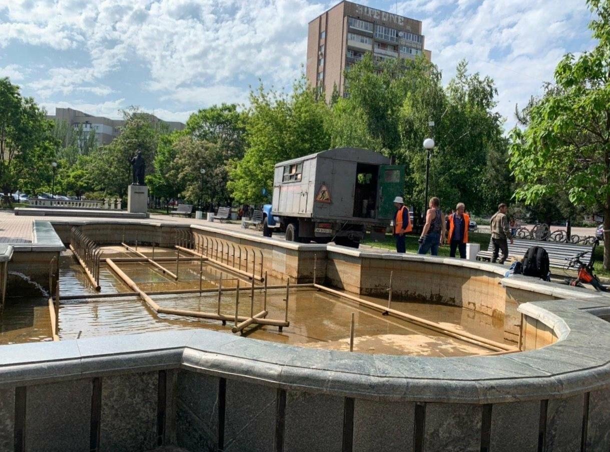 В Бердянске проводили плановые работы с фонтаном, фото-1