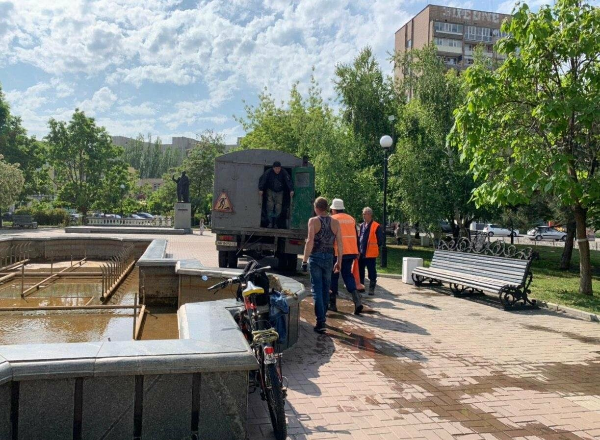 В Бердянске проводили плановые работы с фонтаном, фото-3