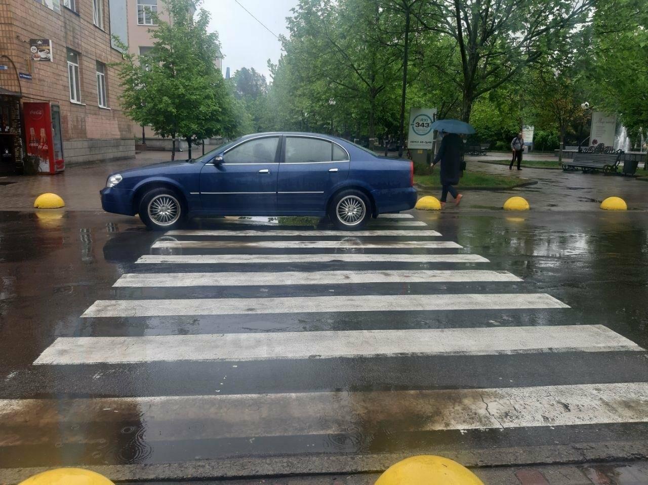 Бердянські водії продовжують порушувати правила паркування, фото-1