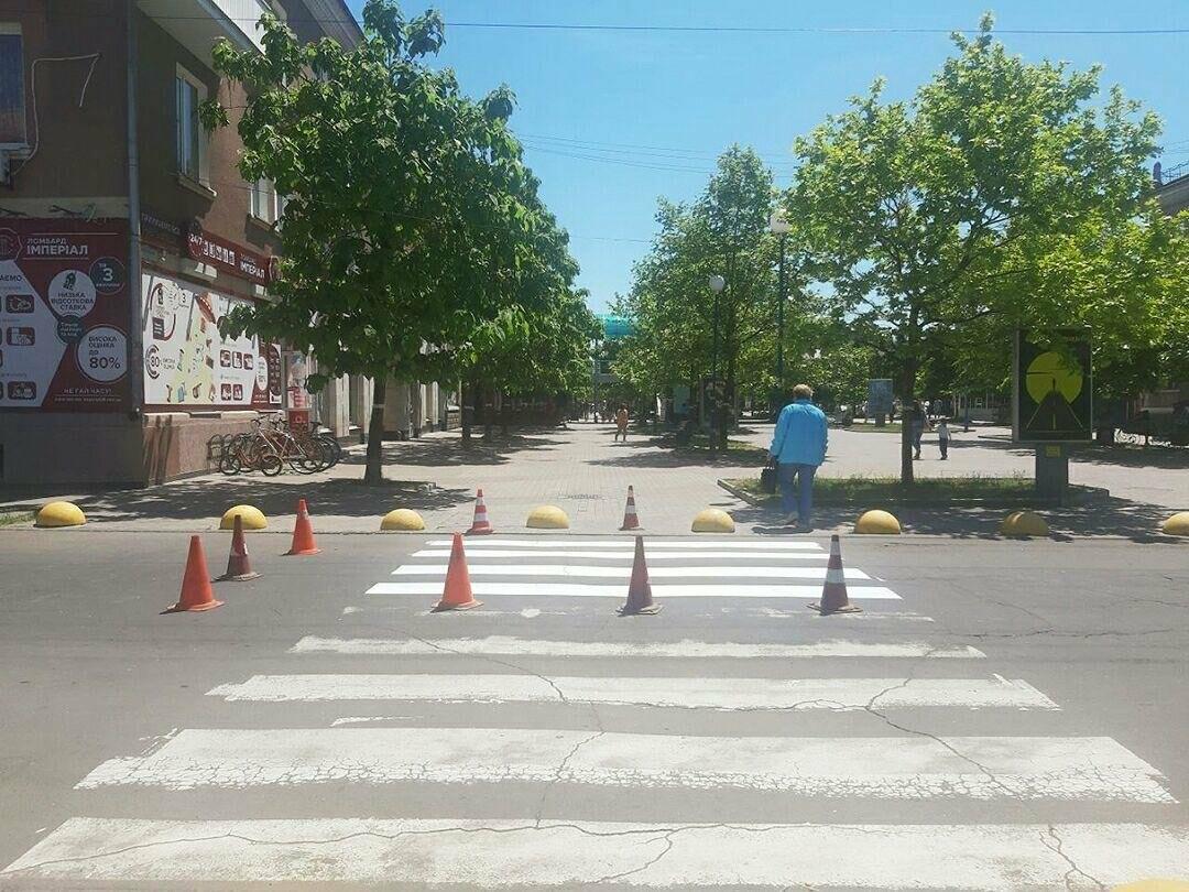 У Бердянську продовжують оновлювати пішохідні переходи, фото-1