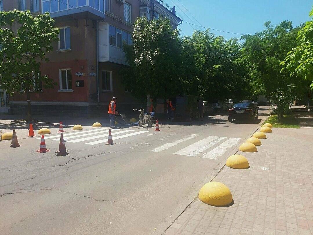 У Бердянську продовжують оновлювати пішохідні переходи, фото-2