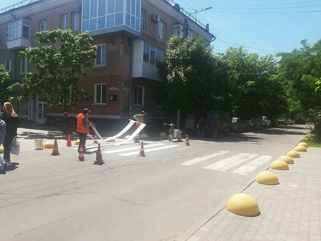 У Бердянську продовжують оновлювати пішохідні переходи, фото-3