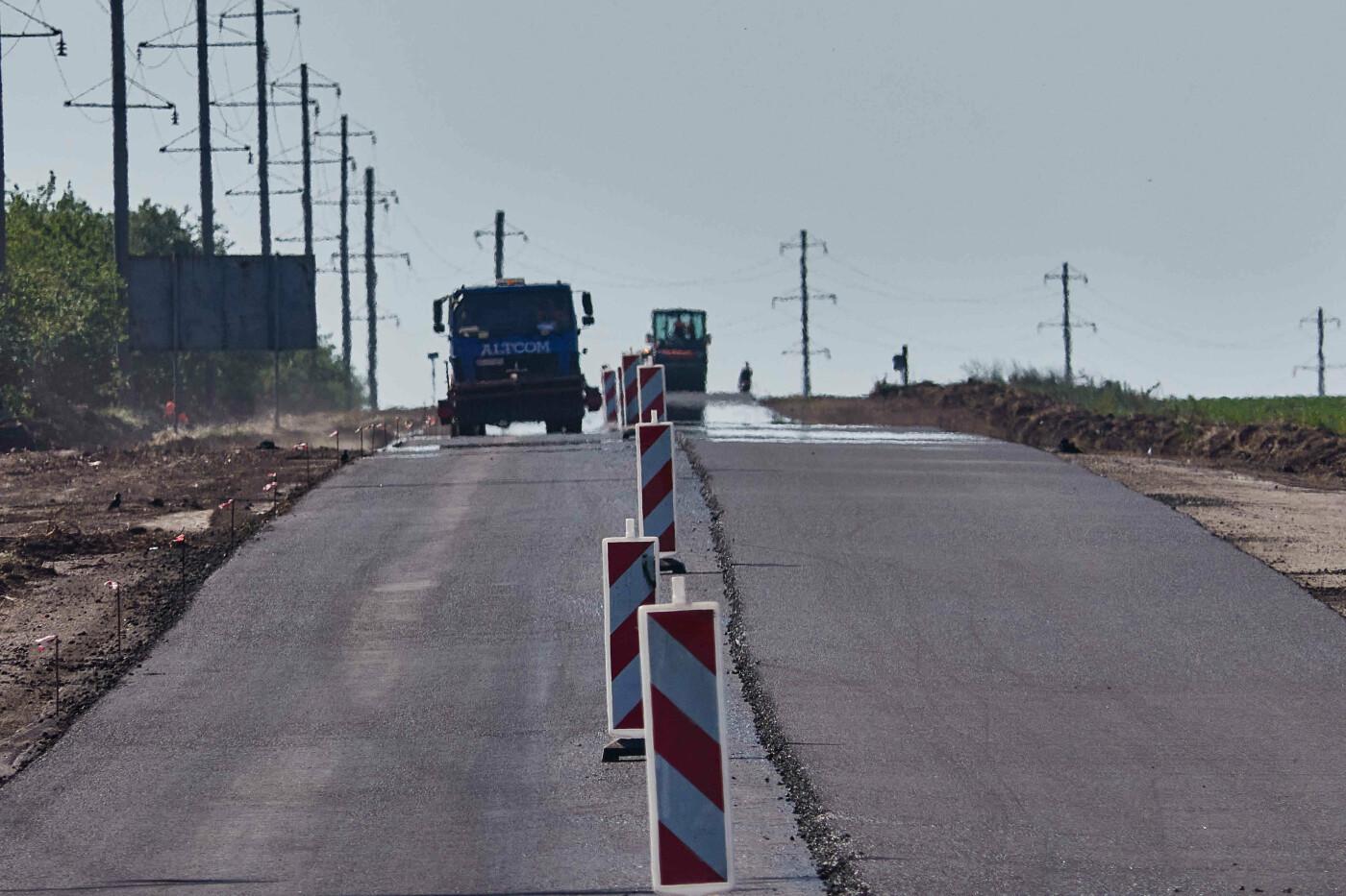На участке Азовское-Бердянск продолжают ремонт дороги, - ФОТО, фото-9