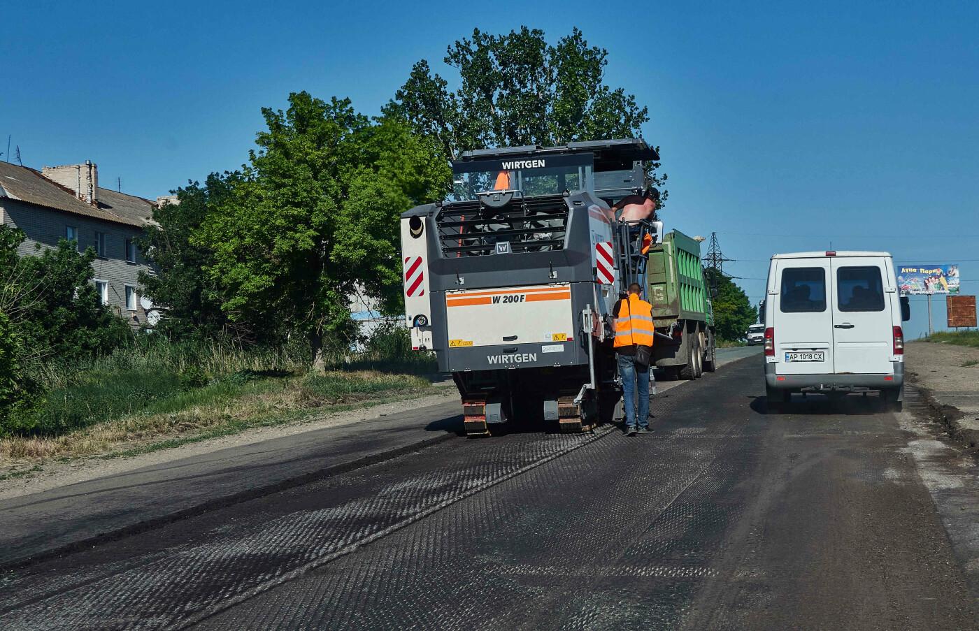 На участке Азовское-Бердянск продолжают ремонт дороги, - ФОТО, фото-24