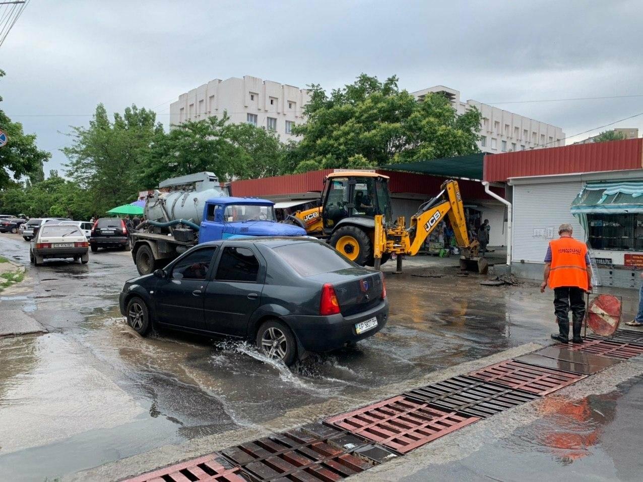 Порыв воды на улице Труда в Бердянске, - ФОТО, ВИДЕО, фото-3