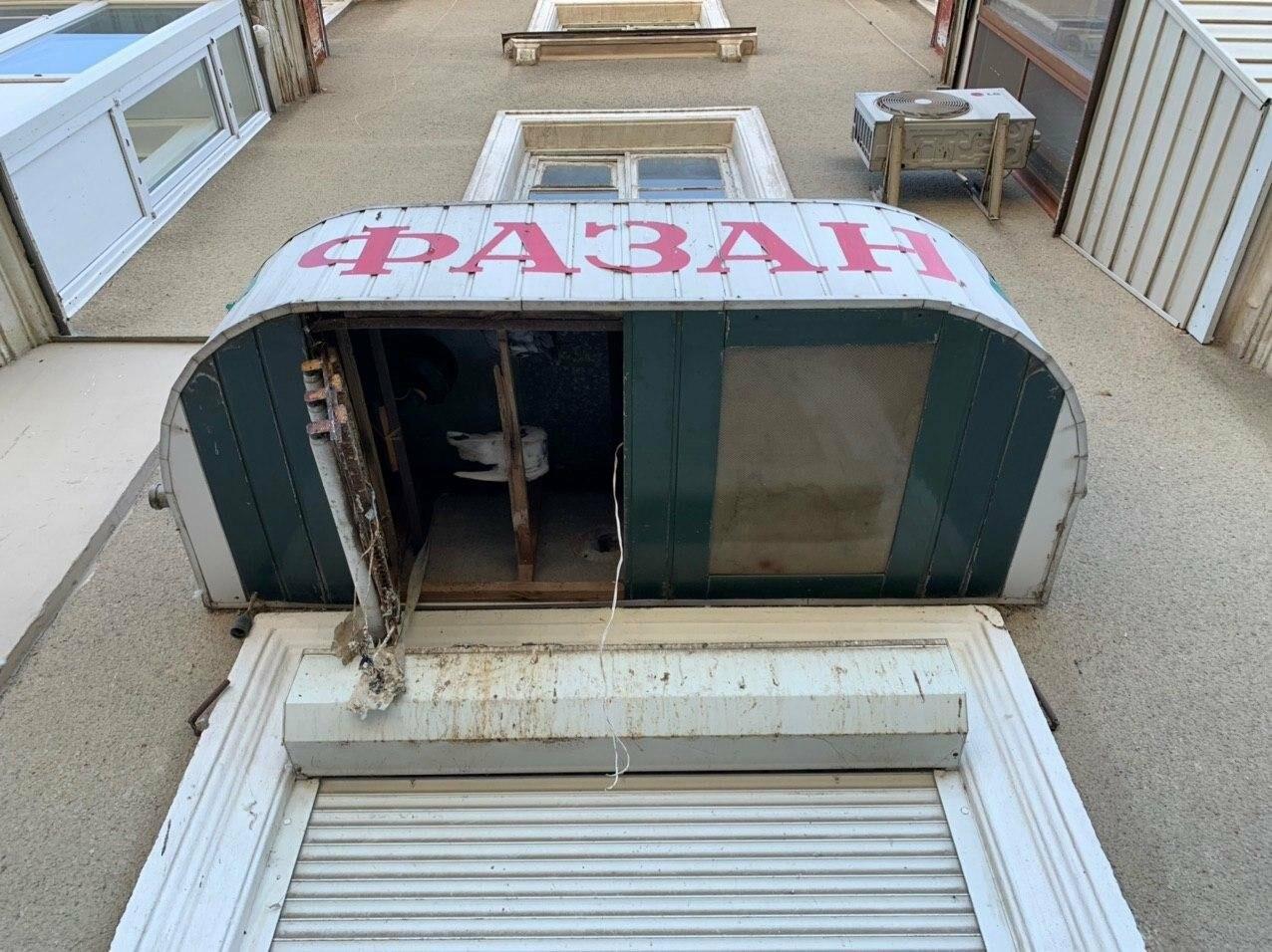 Обрушивающийся фриз магазина в центре города пугает бердянцев, фото-1