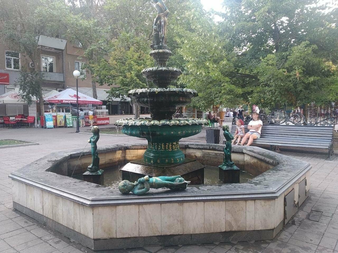 В Бердянске снова повредили фонтан с мальчиками, - ВИДЕО