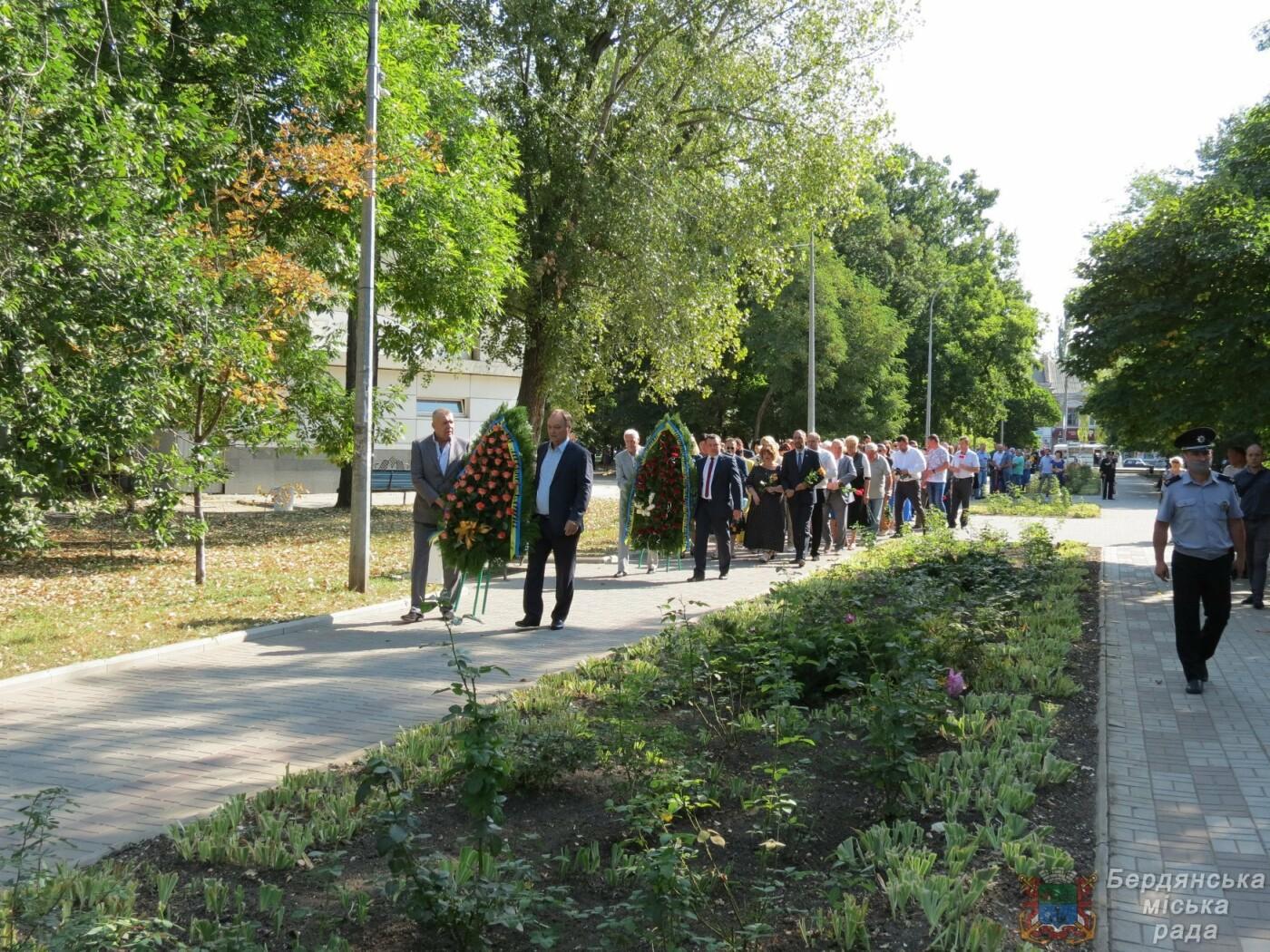 Возложение цветов на братскую могилу десантников в Бердянске, фото-11