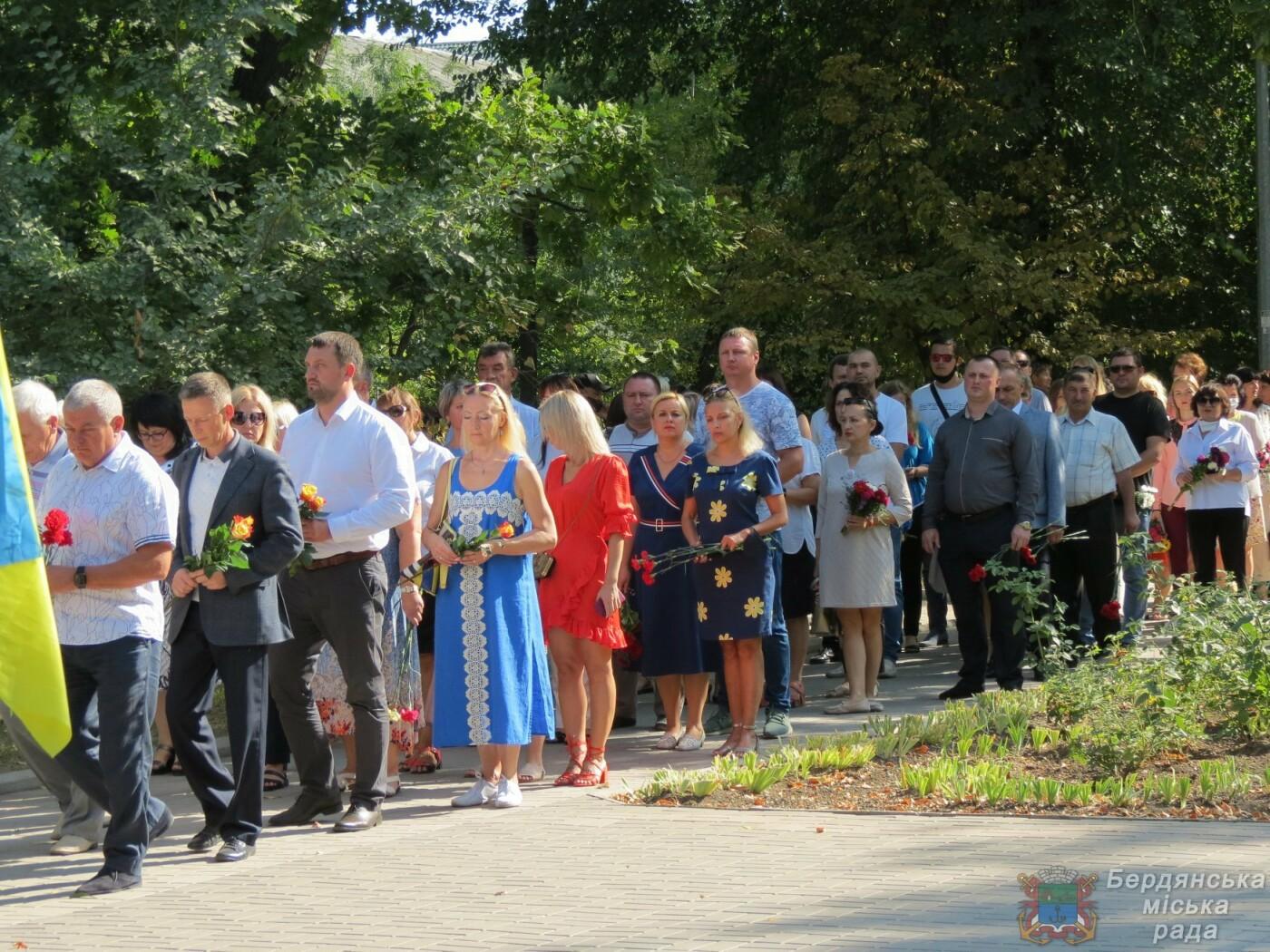 Возложение цветов на братскую могилу десантников в Бердянске, фото-7