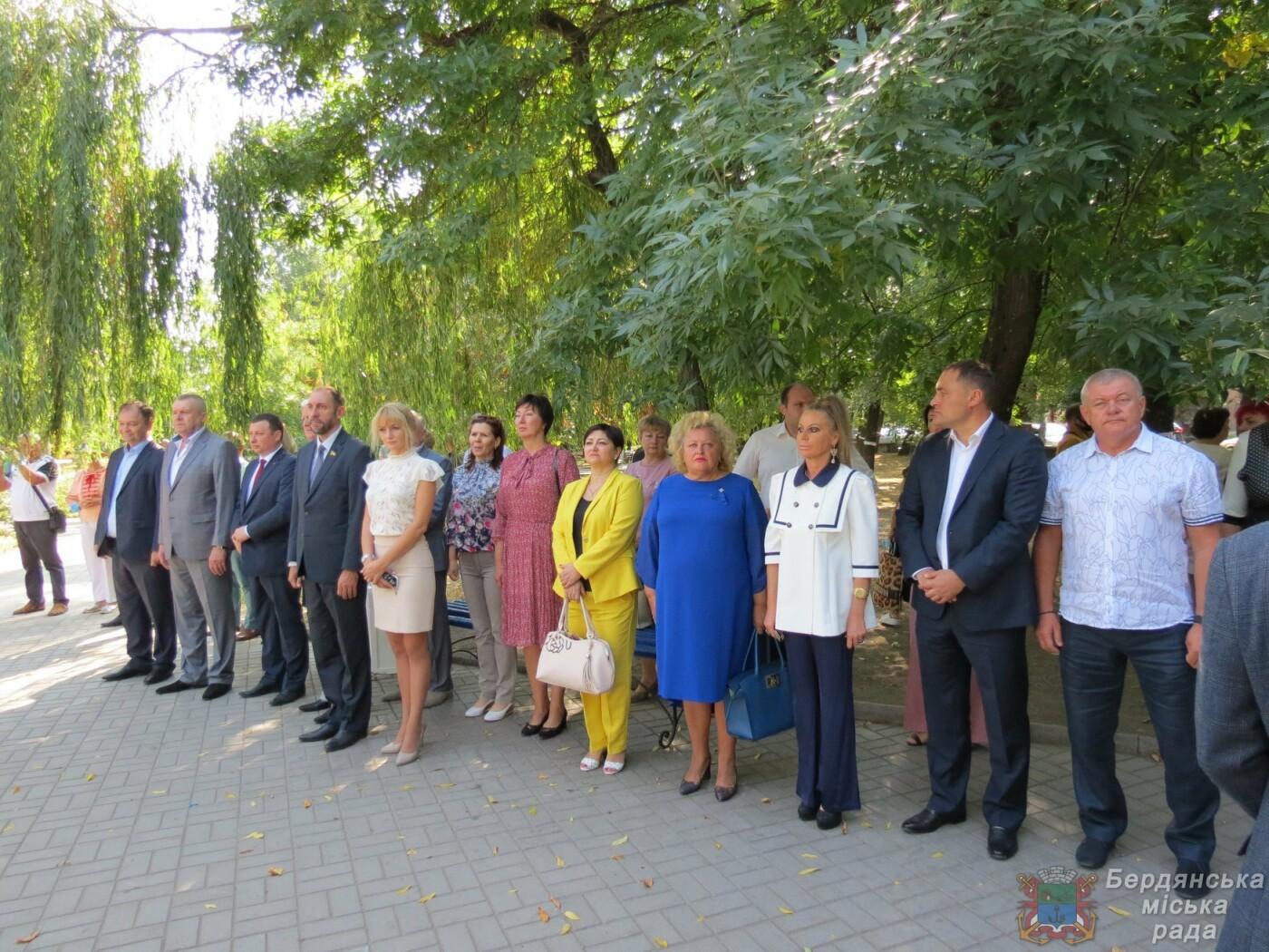 Возложение цветов на братскую могилу десантников в Бердянске, фото-5
