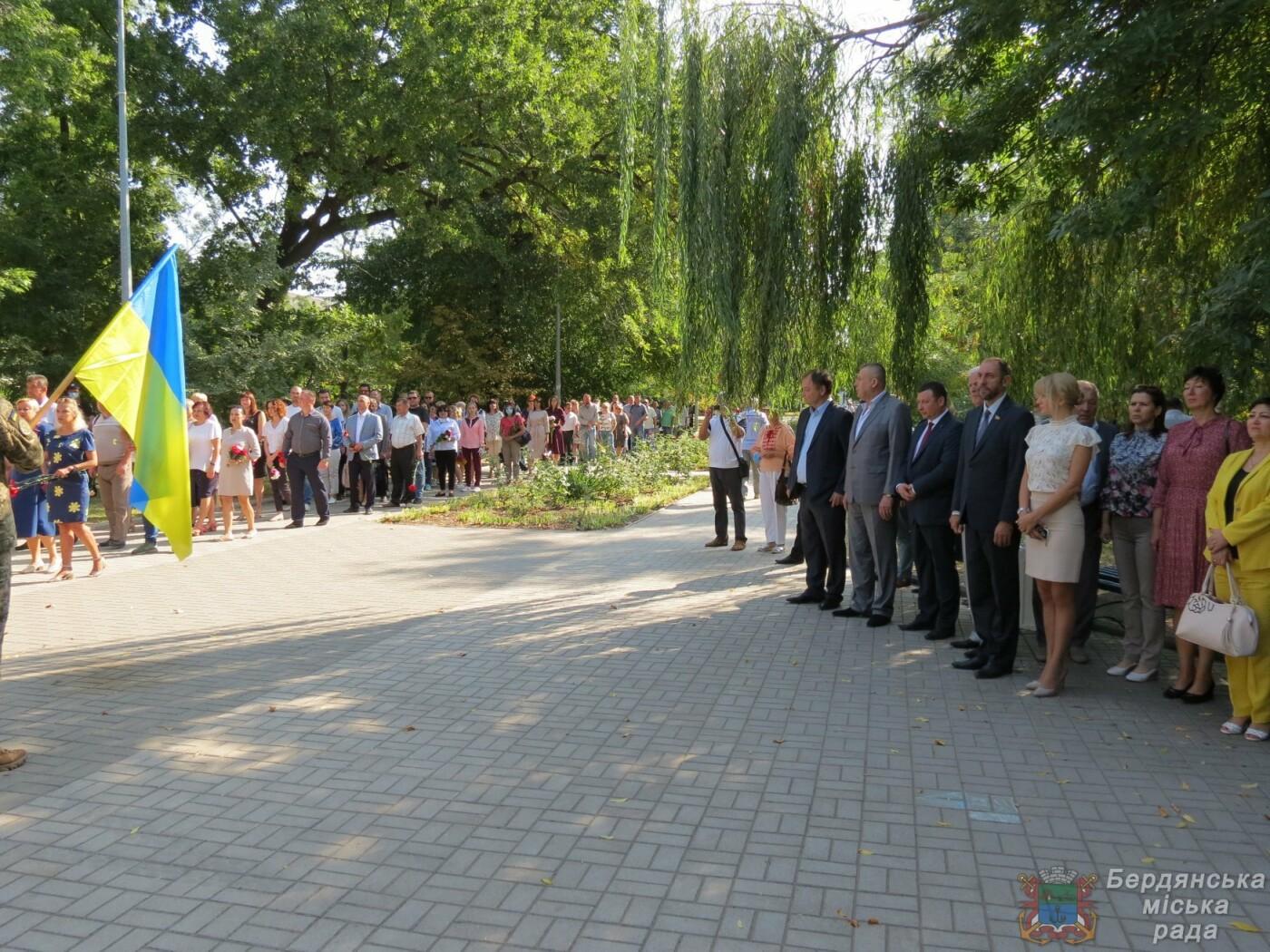 Возложение цветов на братскую могилу десантников в Бердянске, фото-4