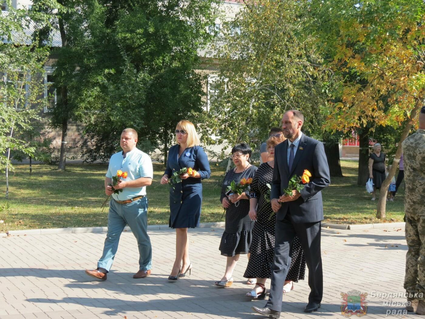 Возложение цветов на братскую могилу десантников в Бердянске, фото-9