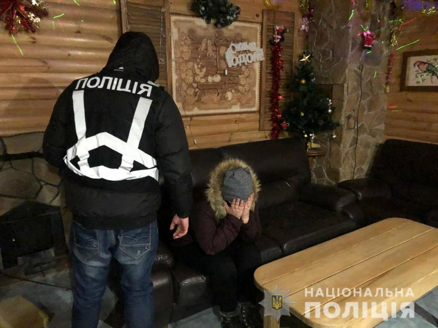 Полиция разоблачила сутенера, который за тысячу гривен доставил клиенту в сауну секс-работницу, фото-2