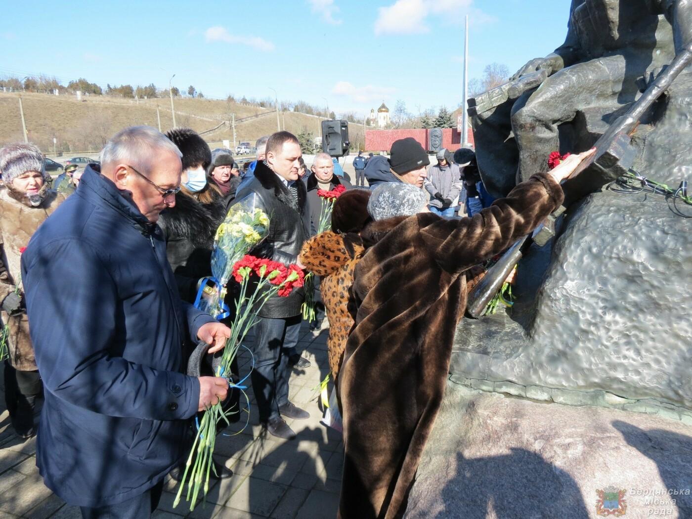 В Бердянске почтили память погибших солдат (ФОТО), фото-2