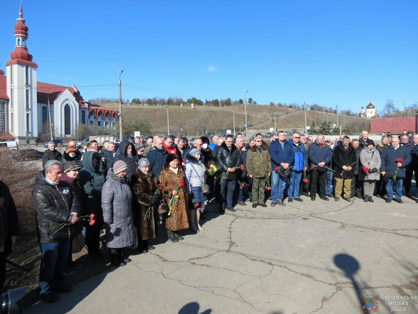 В Бердянске почтили память погибших солдат (ФОТО), фото-3