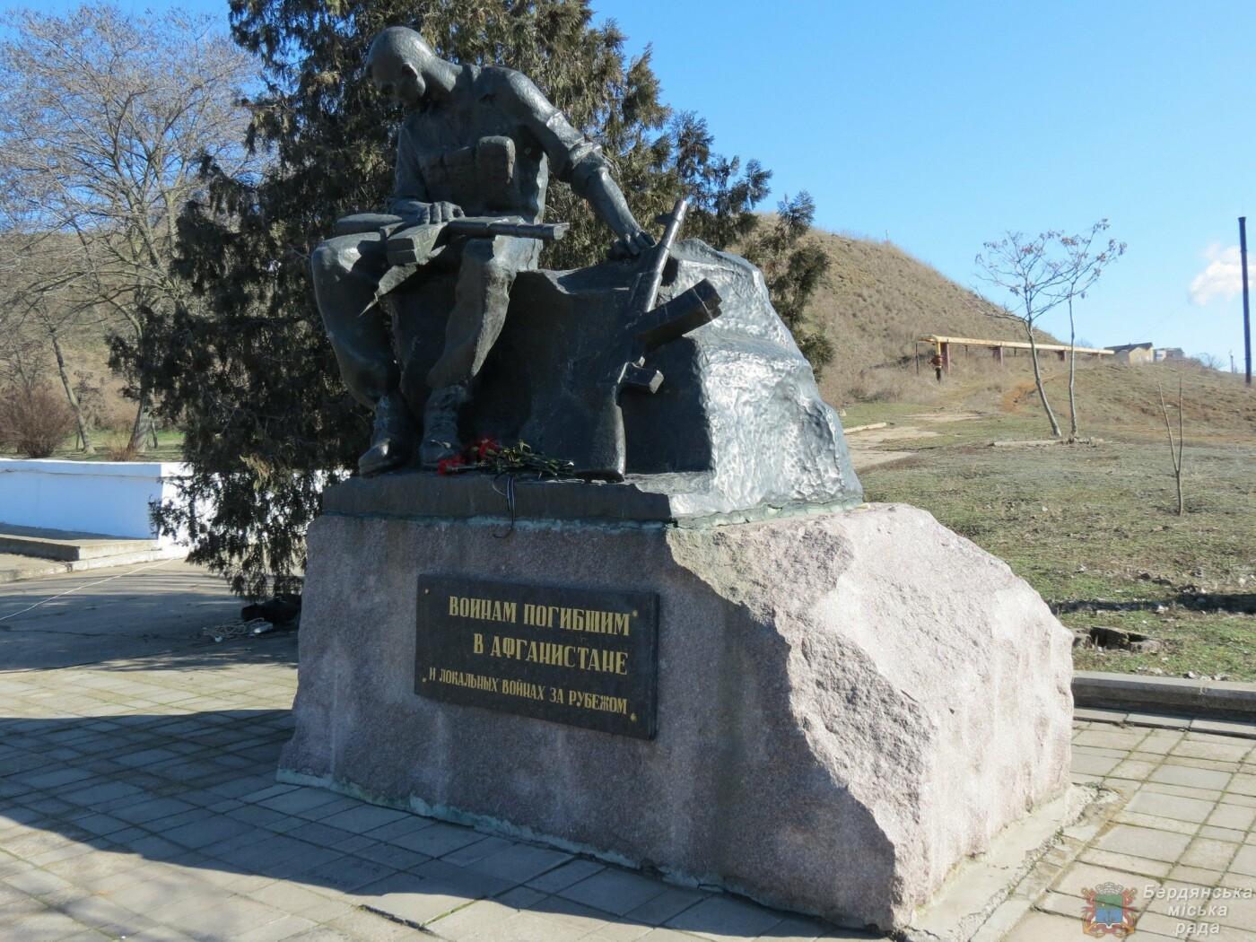 В Бердянске почтили память погибших солдат (ФОТО), фото-1