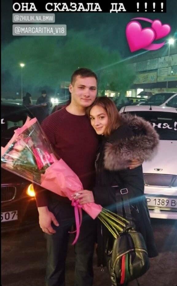 В Бердянске парень сделал предложение девушке на пороге ТЦ «Амстор» (ВИДЕО), фото-1