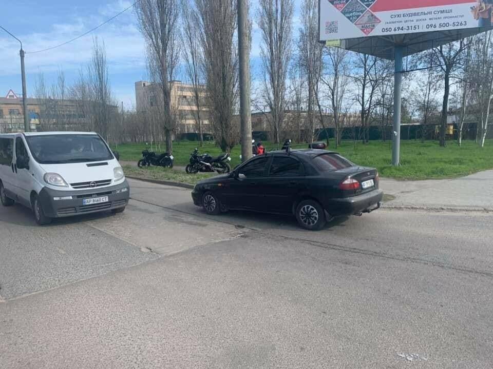Непостановочное ДТП: в Бердянске байкеры перелетели через микроавтобус (ВИДЕО), фото-2