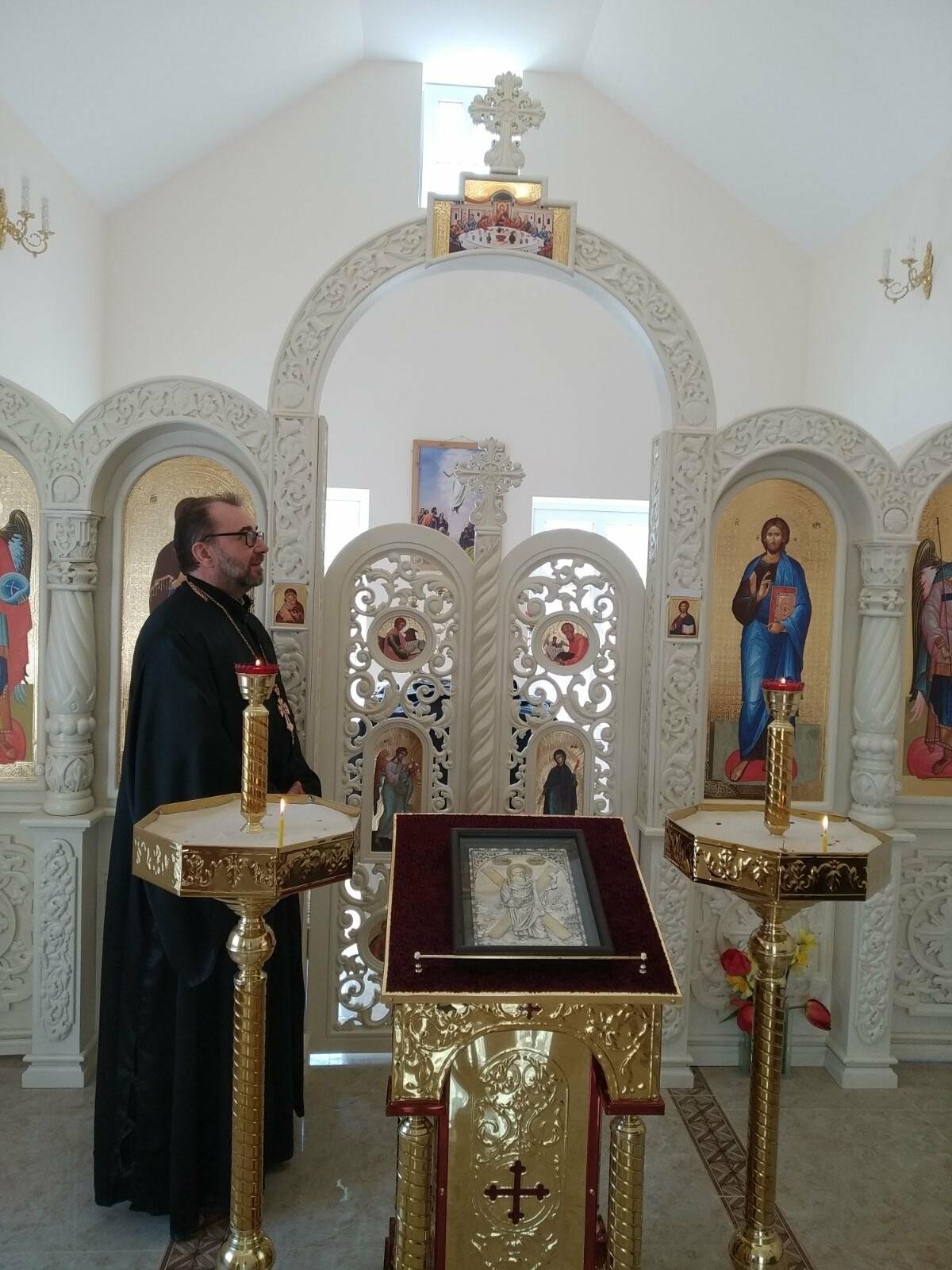 В бердянском храме Андрея Первозванного появился уникальный иконостас, фото-1