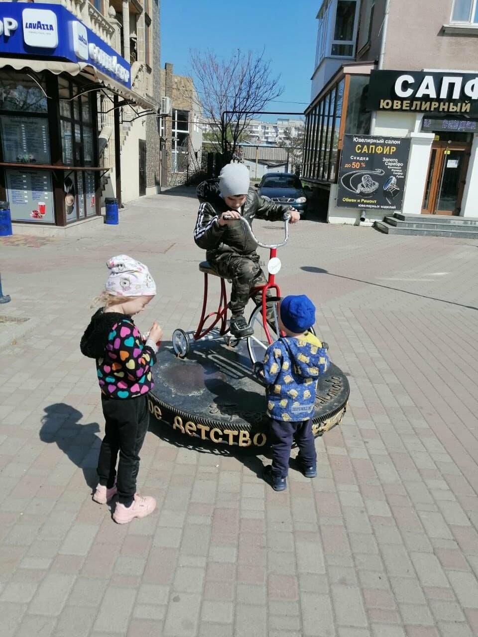 Бердянск встретил Первомай открытием фонтанов и летних площадок (ФОТО), фото-10