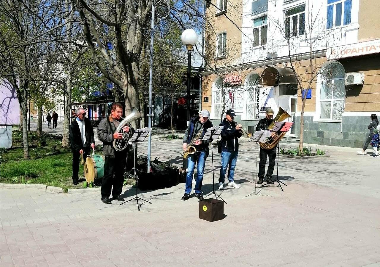 Бердянск встретил Первомай открытием фонтанов и летних площадок (ФОТО), фото-4