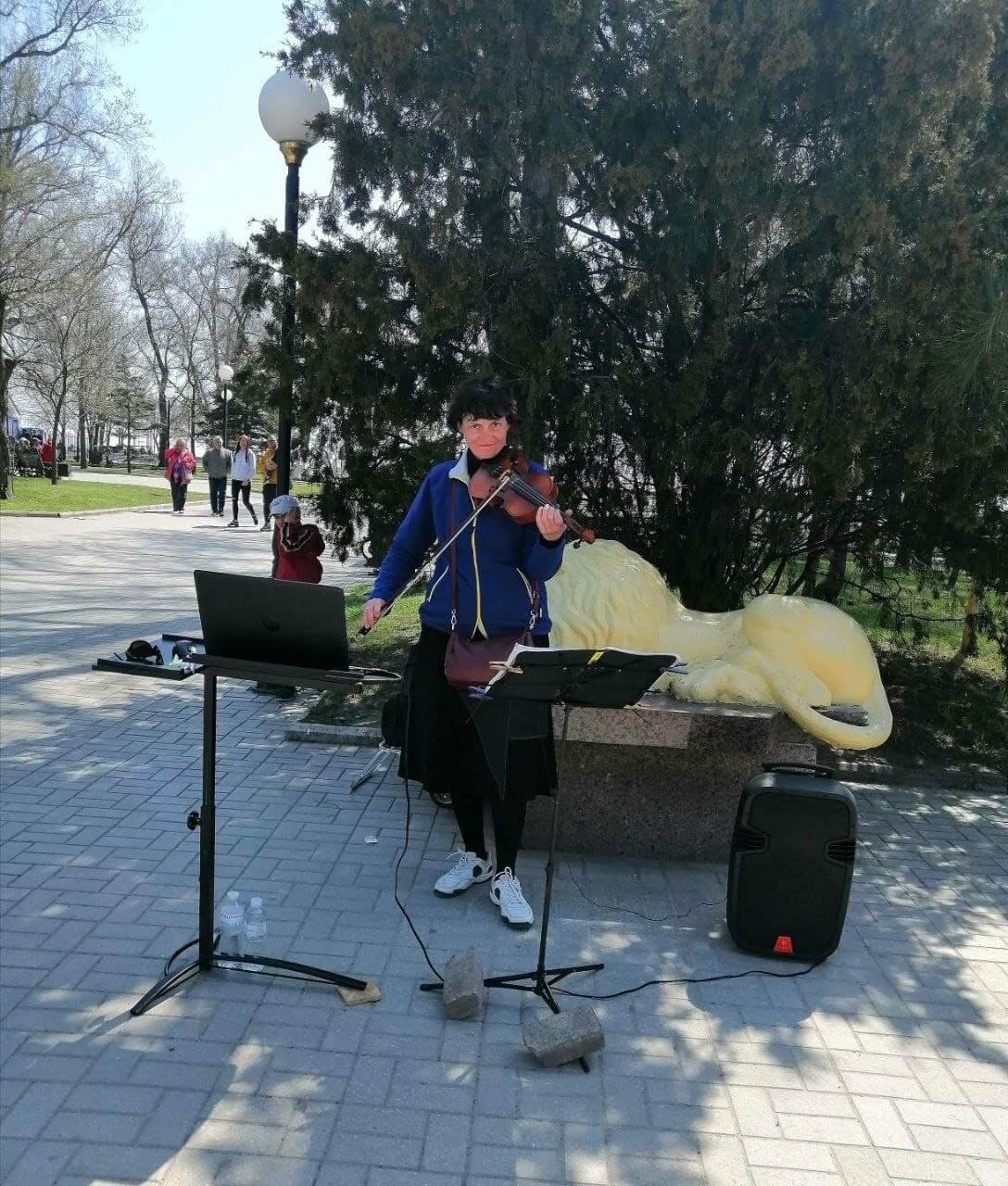 Бердянск встретил Первомай открытием фонтанов и летних площадок (ФОТО), фото-7