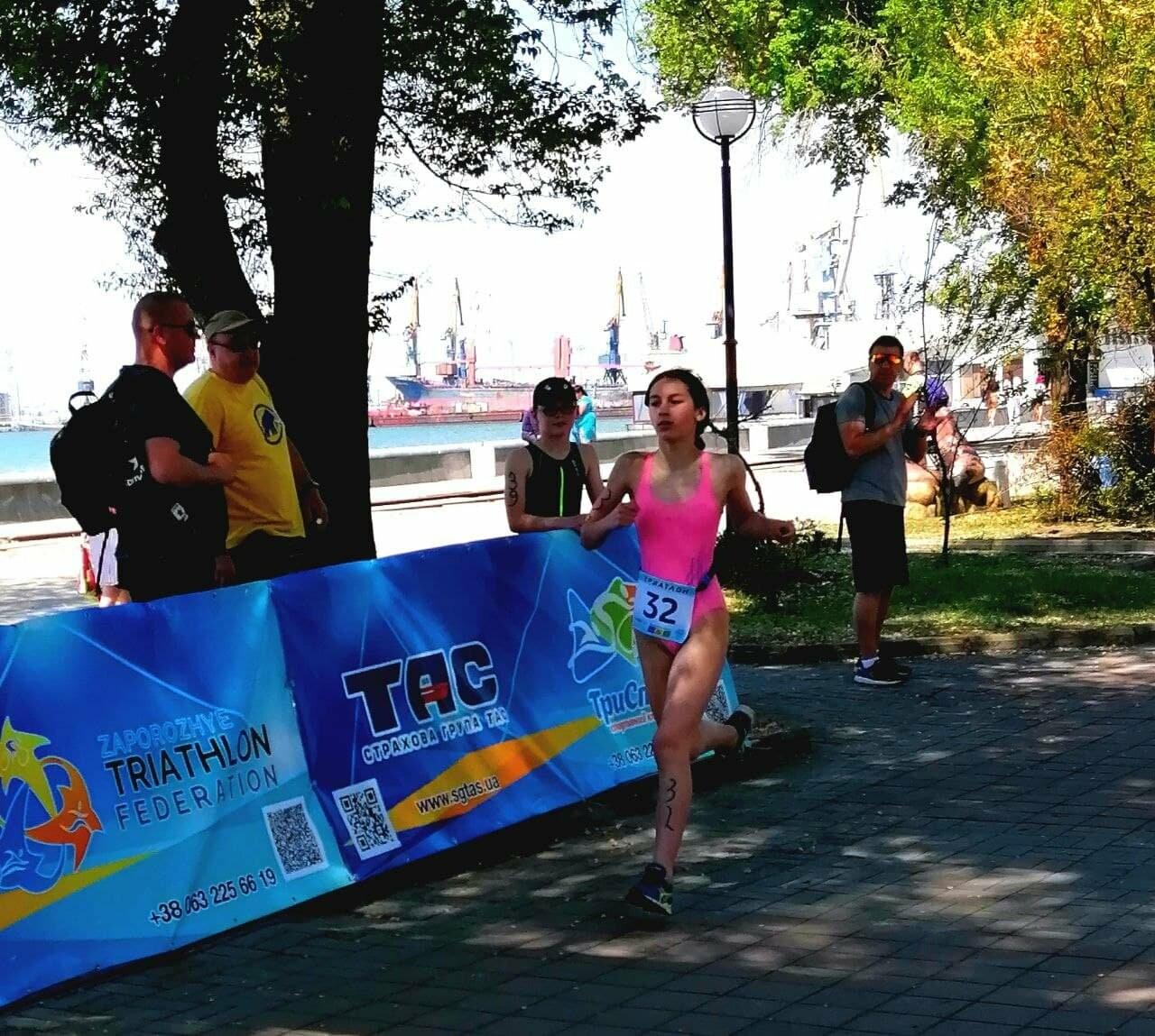 На Приморской площади Бердянска развернулись «триатлонные страсти» (ФОТО), фото-1