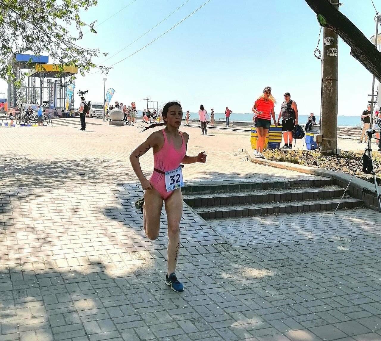 На Приморской площади Бердянска развернулись «триатлонные страсти» (ФОТО), фото-19