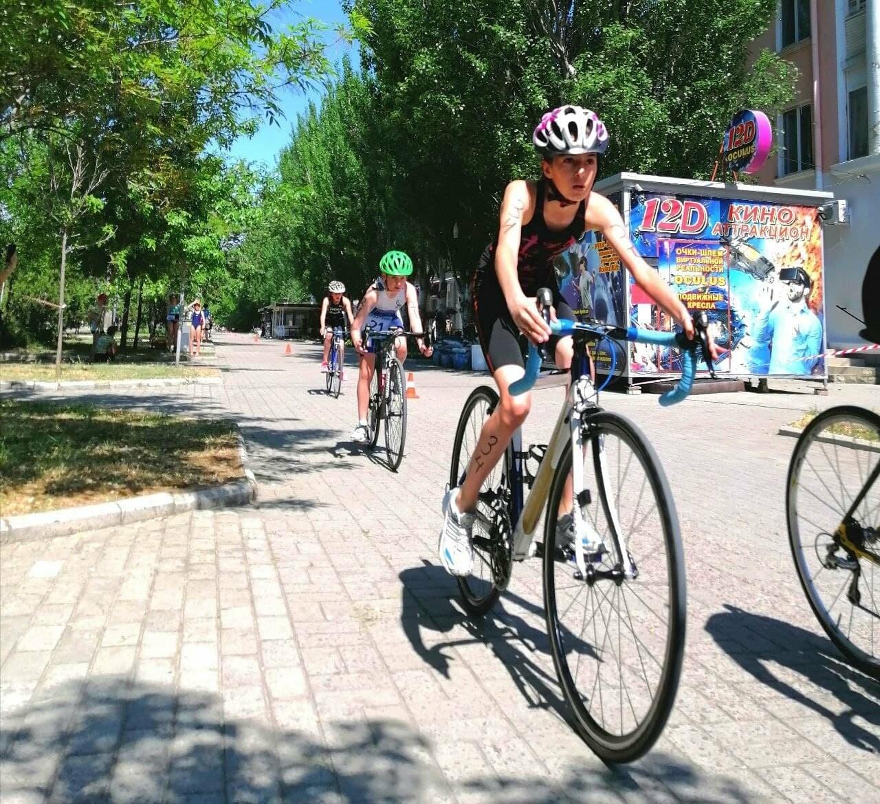 На Приморской площади Бердянска развернулись «триатлонные страсти» (ФОТО), фото-21