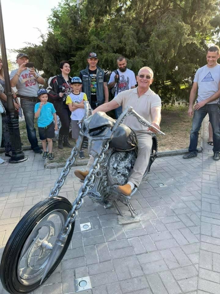 На Приморской площади Бердянска установили «Призрачного гонщика», фото-2
