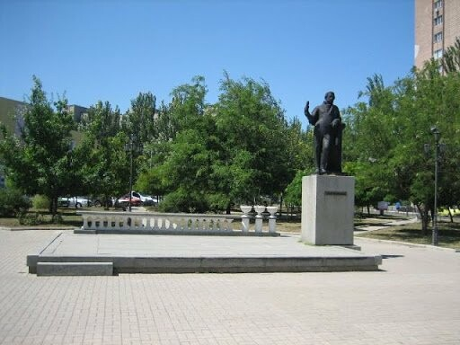 Достопримечательности Бердянска: сквер и памятник им. Пушкина, фото-3