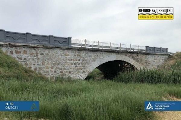 В селе Азовском ремонтируют мост через р. Куцая Бердянка, фото-1