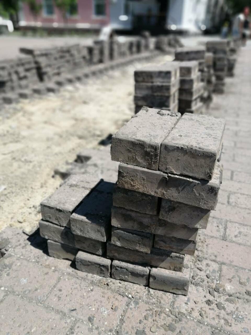 На Приморской площади Бердянска разбирают плитку (ФОТО), фото-3