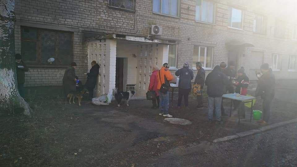 Бердянские волонтеры кормят нуждающихся, фото-2