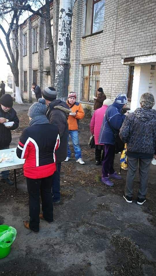 Бердянские волонтеры кормят нуждающихся, фото-1