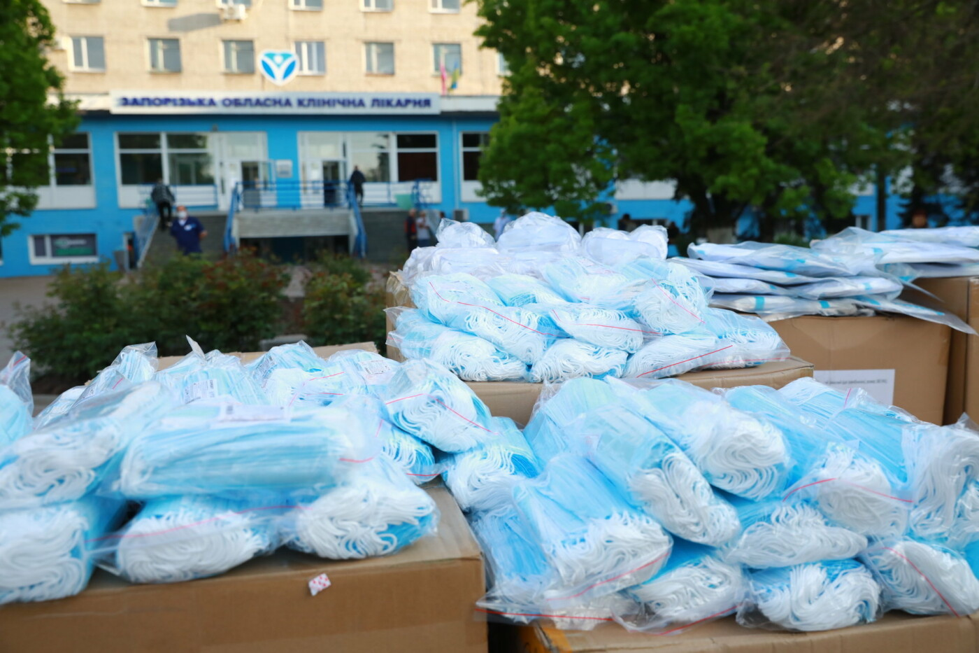 В Бердянск передадут защитные маски, костюмы и очки для врачей, фото-13