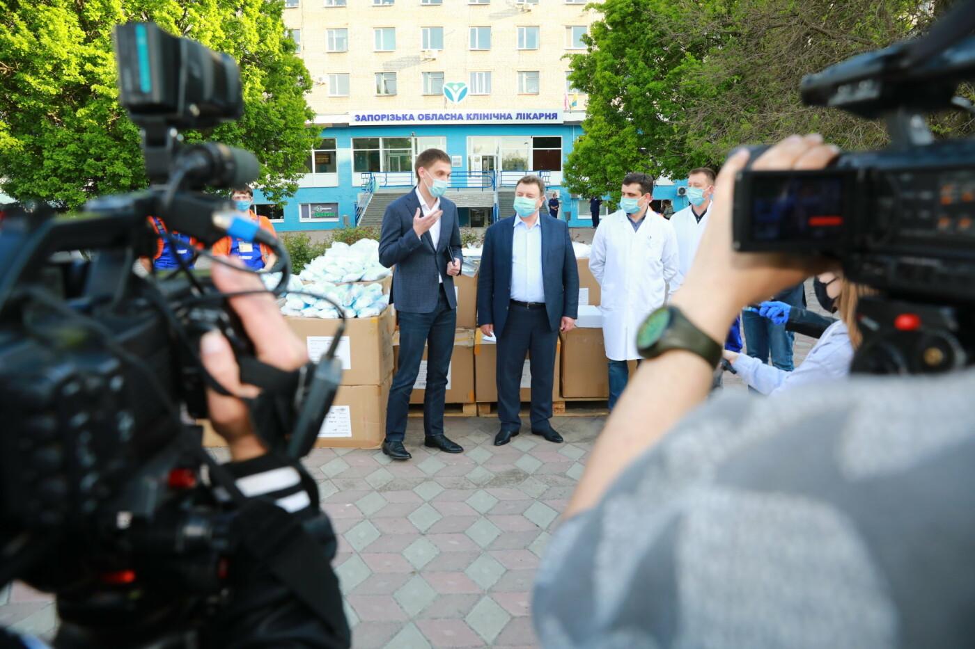 В Бердянск передадут защитные маски, костюмы и очки для врачей, фото-1