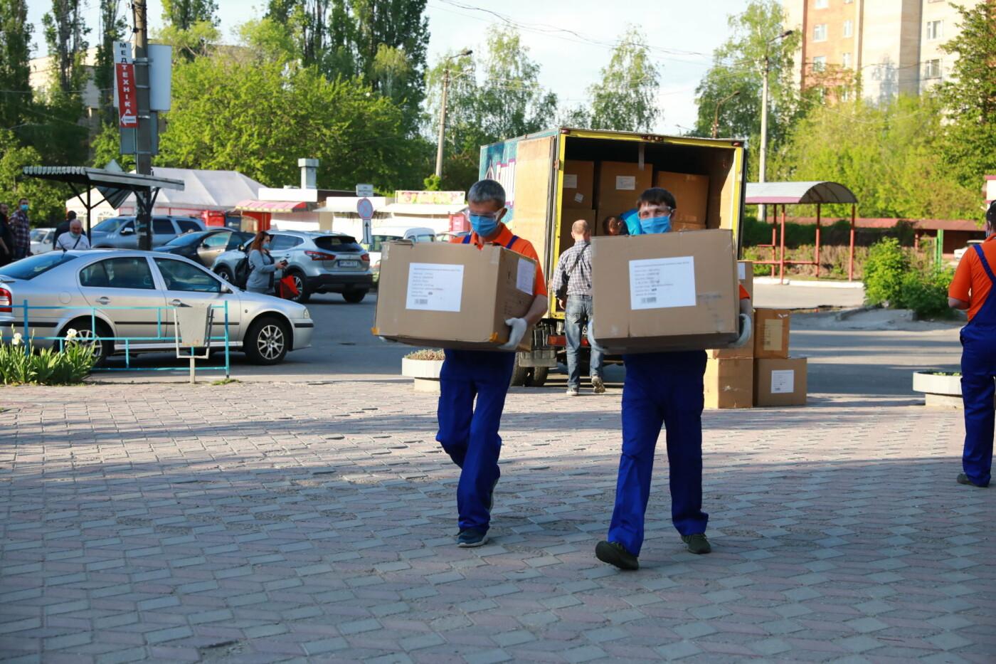 В Бердянск передадут защитные маски, костюмы и очки для врачей, фото-2