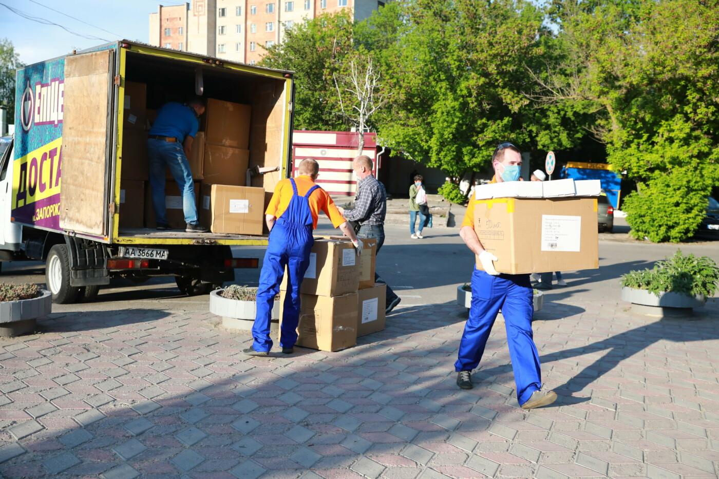 В Бердянск передадут защитные маски, костюмы и очки для врачей, фото-3