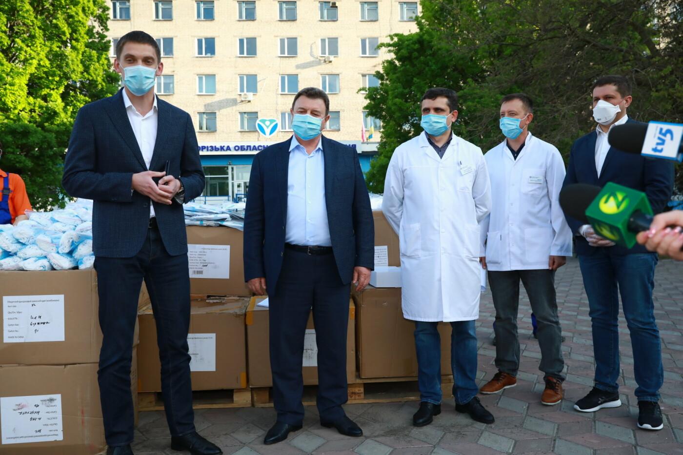 В Бердянск передадут защитные маски, костюмы и очки для врачей, фото-6