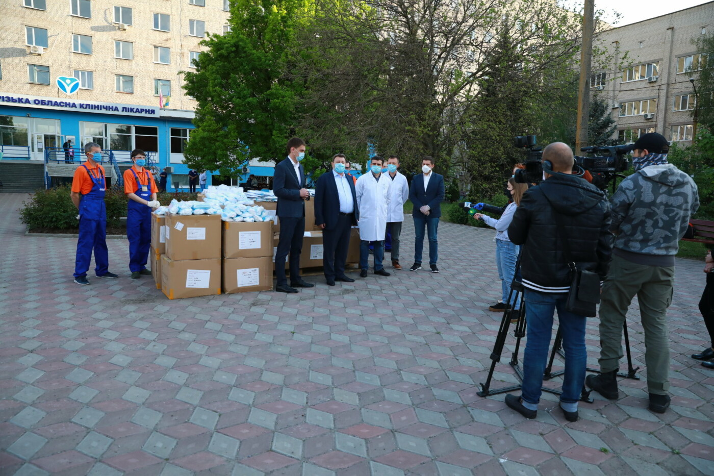 В Бердянск передадут защитные маски, костюмы и очки для врачей, фото-9